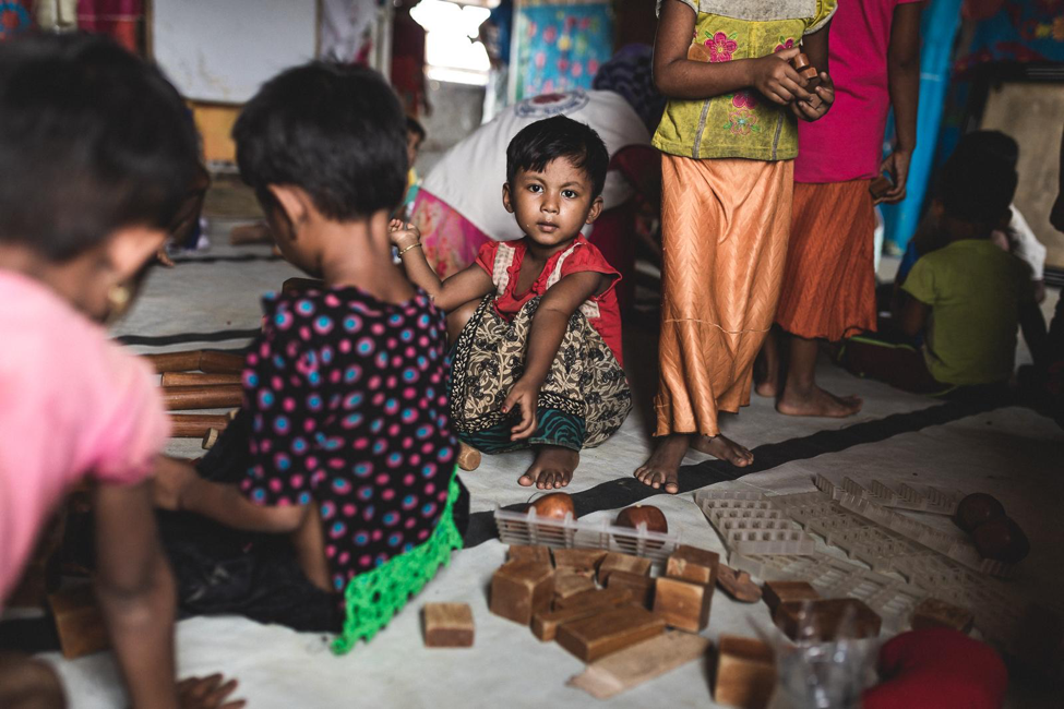 Rohingya children participating in HEA grantee Caritas Switzerland's Essence of Learning activities, in Kutupalong refugee camp in Bangladesh © UNHCR/ Antoine Tardy